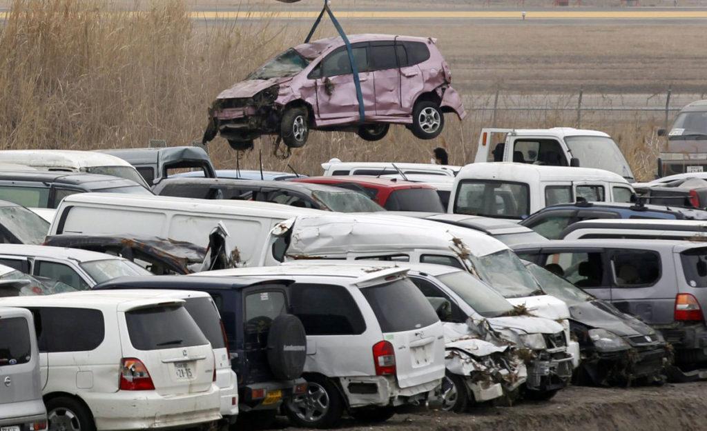 Повреждения авто на парковке